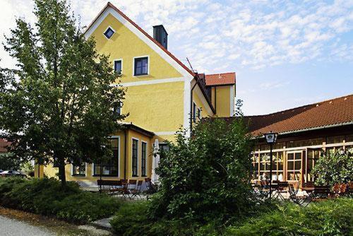 hotels kirchdorf an der amper und unterkunft in 85414 deutschland. Black Bedroom Furniture Sets. Home Design Ideas
