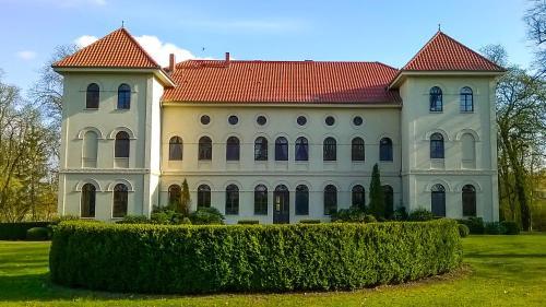 hotels klein vielen und unterkunft in 17237 deutschland. Black Bedroom Furniture Sets. Home Design Ideas