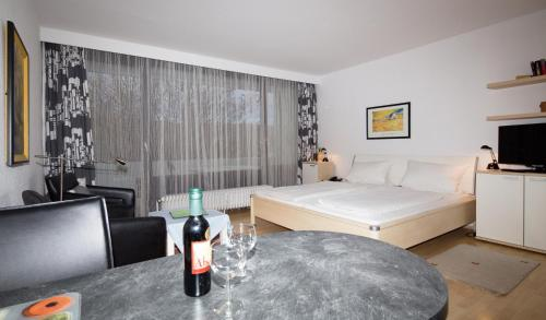 hotels schweighofen und unterkunft in 76889 deutschland. Black Bedroom Furniture Sets. Home Design Ideas